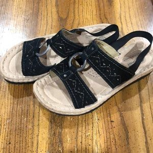 Earth Spirit black suede sandals size 7 Like new
